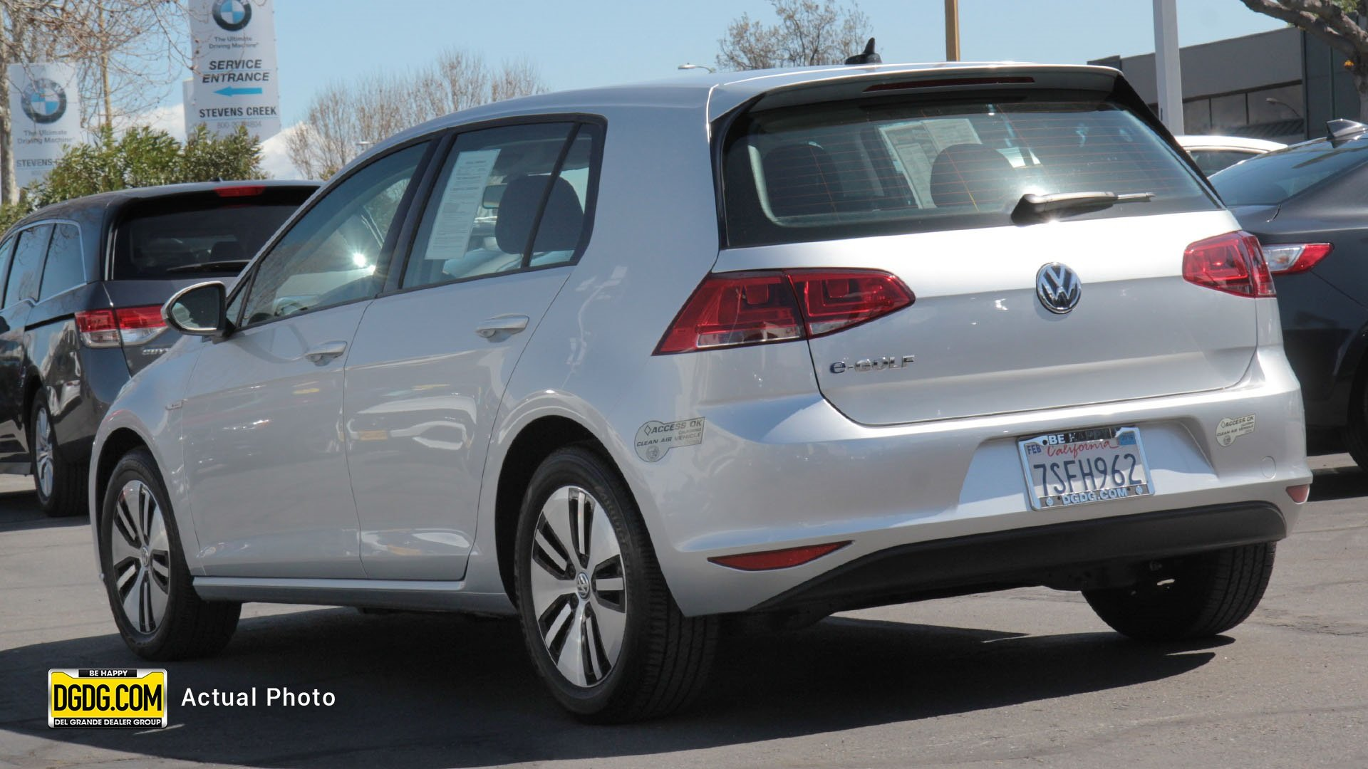 Pre-Owned 2016 Volkswagen e-Golf SE